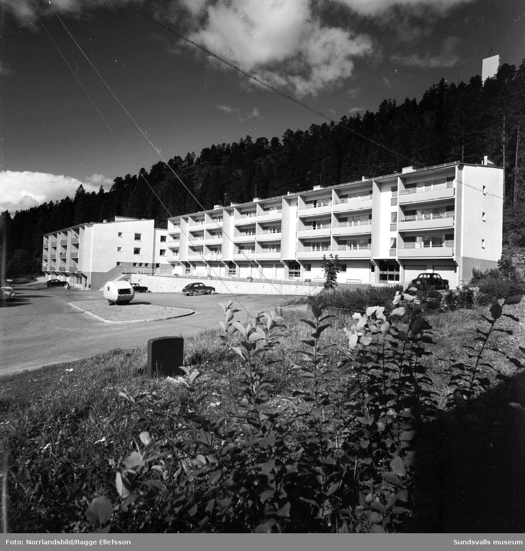 Flerfamiljshus vid Norra bergets fot, Ludvigsbergsvägen 24-36.
