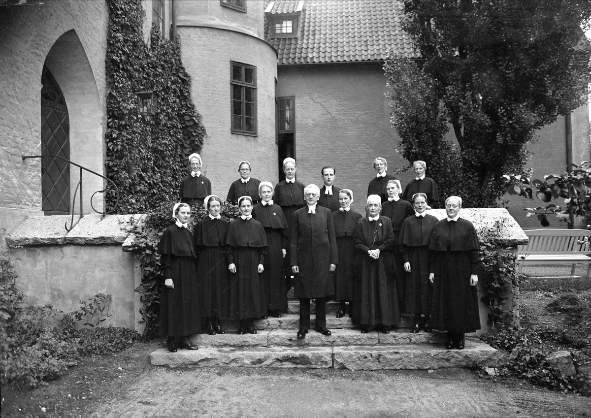 Grupporträtt, Samariterhemmet, kvarteret Högne, Kungsängen, Uppsala 1941