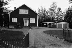 Bostadshus och garage, Råsta 1:5, Råstaberg, Tensta socken,