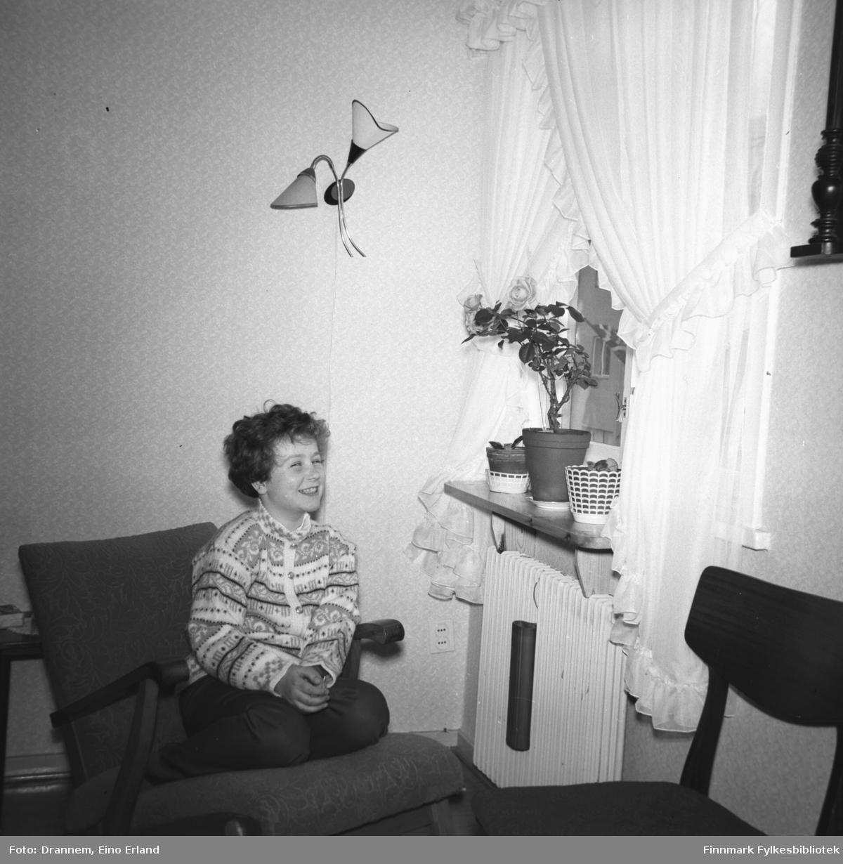 Turid Karikoski fotografert i familiens leilighet i Hammerfest