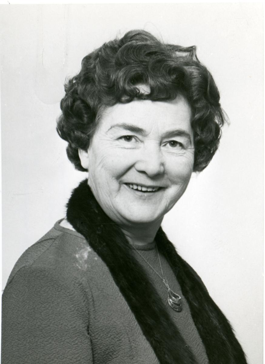 Portrett av Sigrid Fossholm, husstellærer i Sør-Aurdal.