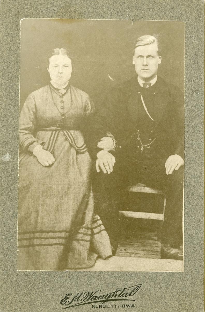 Portrett av ekteparet Brattrud.