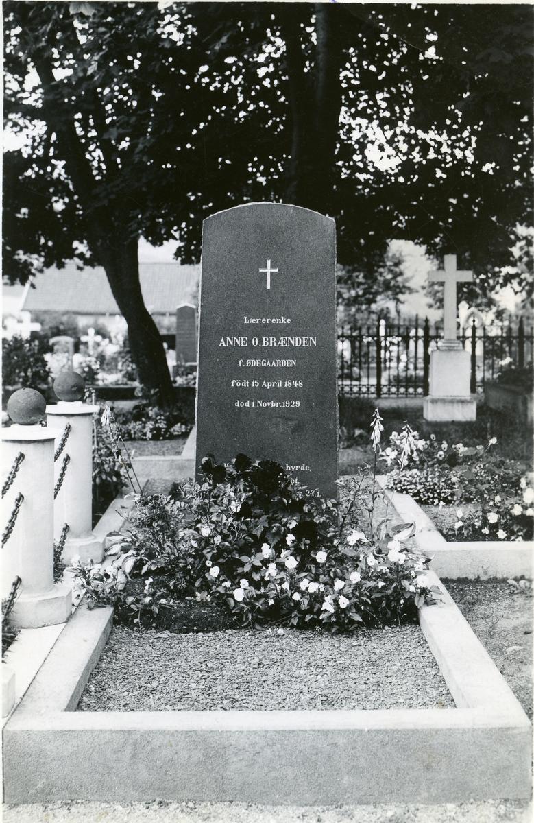 Gravsteinen til Anne Brænden, født Ødegaard på Lillehammer.