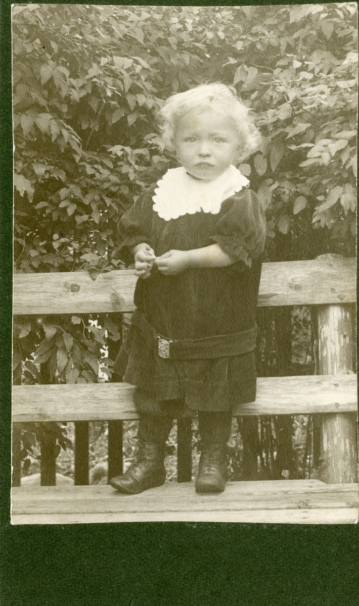 Barnebilde av Arne O. Fønhus, ca. 3 år gammel.