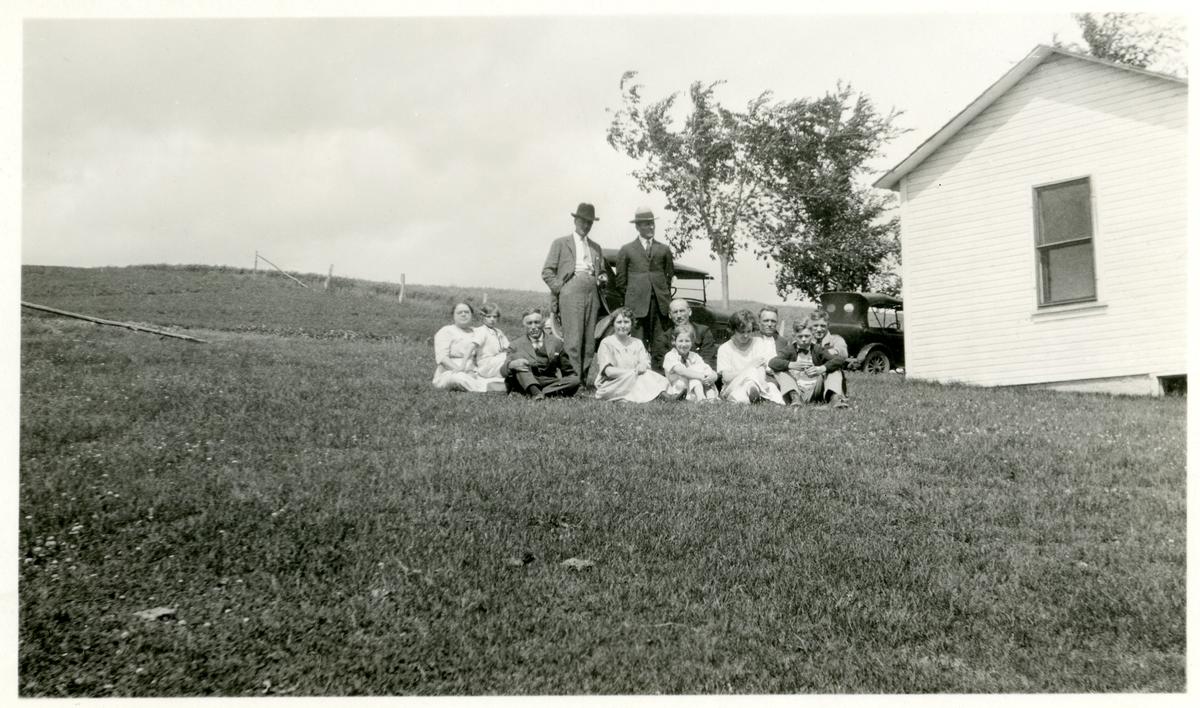 Bildene viser familien til Olaf Karlsgot i Amerika. De er tatt i 1925.