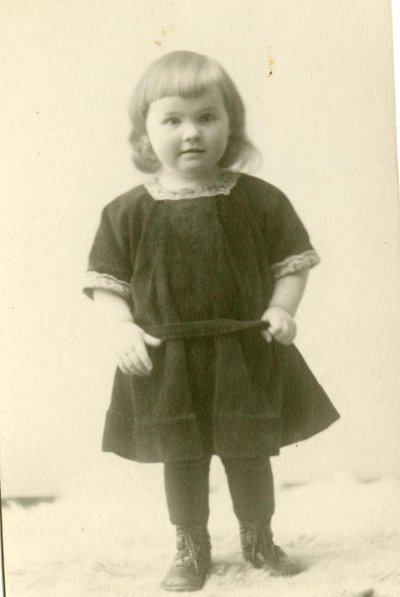 Barnefoto av Randi Islandsmoen, 1922.