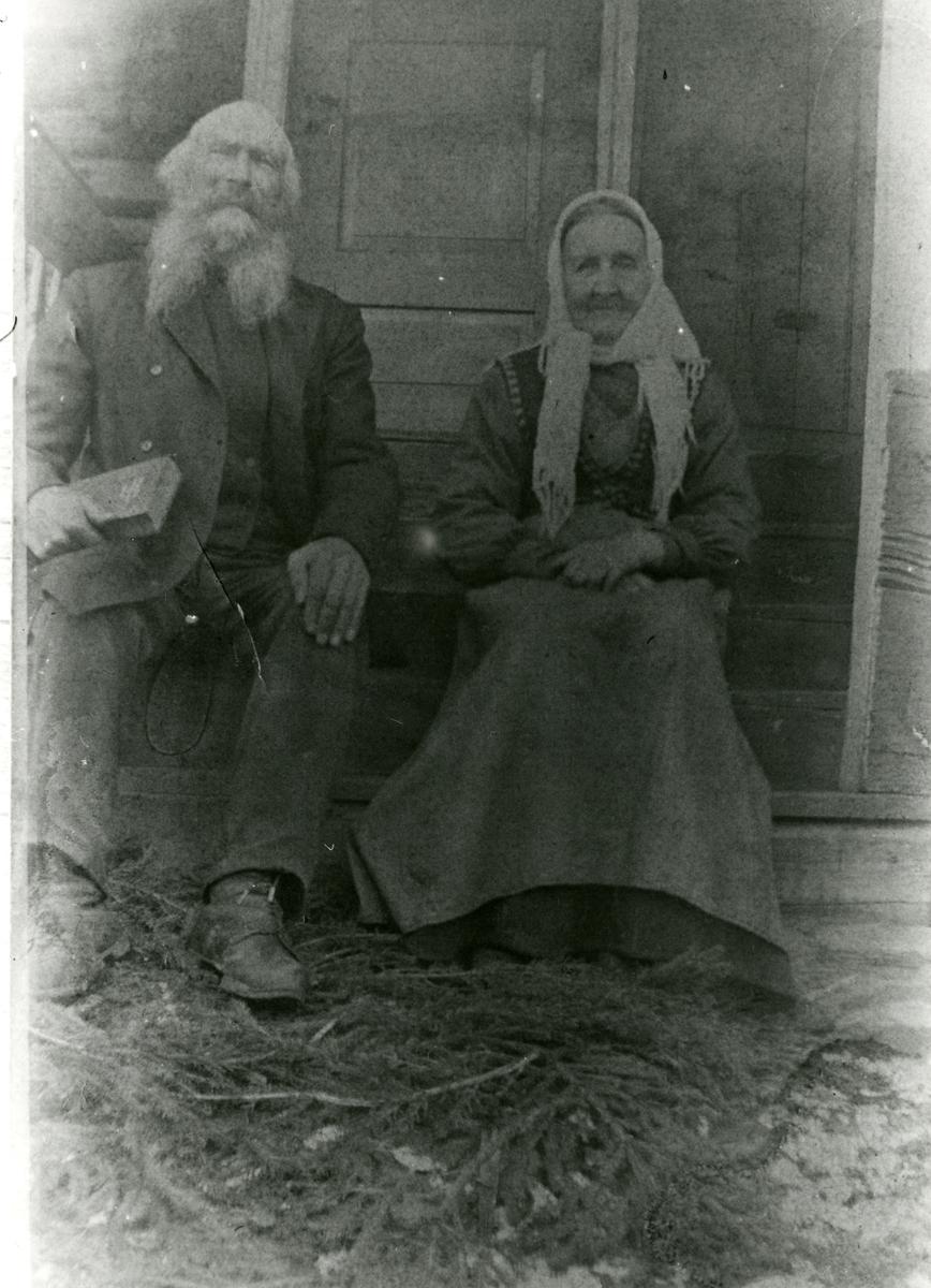 Portrett av Trond og Ingebjørg Islandsmoen. Trolig tatt i 1914.