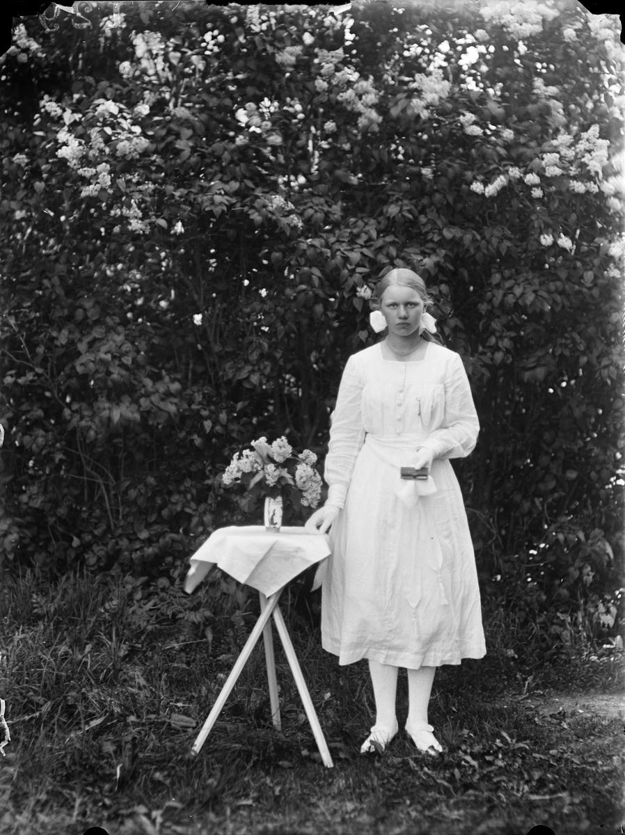 """Estrid Karlson Tängbo Altuna"", Uppland 1919"