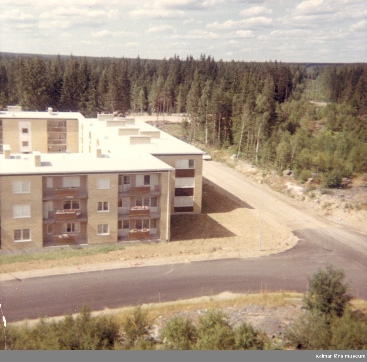 Kungshallsvägen från höghusen (Platåvägen 3). Fått som anonym gåva.