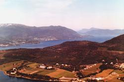 Flyfoto fra Tingvoll kommune. Her ser vi til venstre nede ve