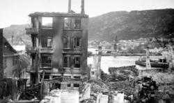 Foto fra et tettsted i ruiner. Kan det være fra brannen i Su