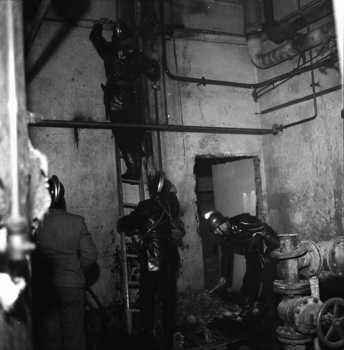 """Vardens arkiv. """"Brann i Spritfabrikken""""  02.02.1954"""