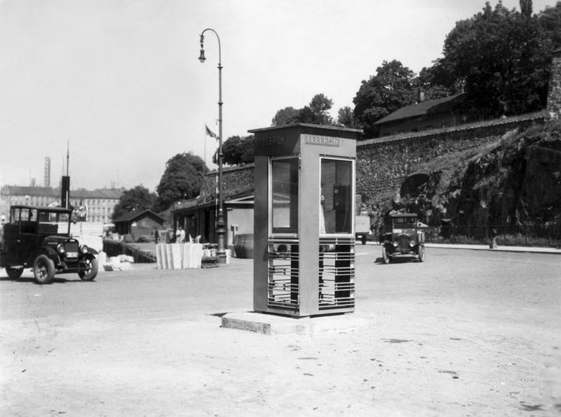 Røde telefonkiosker. Akershuskaia 1933 historisk 1