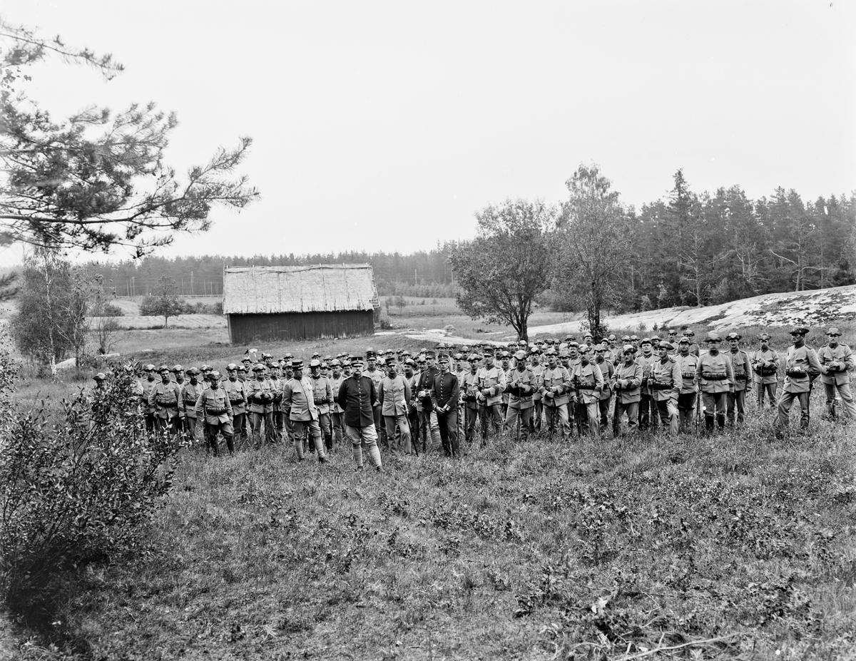 Militärer ute på övningsområdet i Trossnäs ca år 1925.