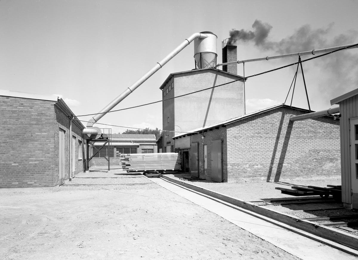 Bildserie från Reventa-verkens lokaler ute på Viks industriområde tagen den 27 maj 1963.