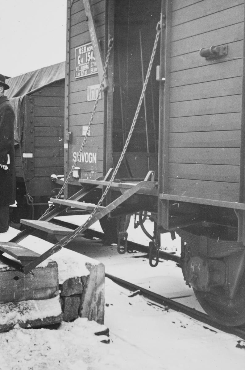 Godsvogn type G4 innredet for transport av ski.