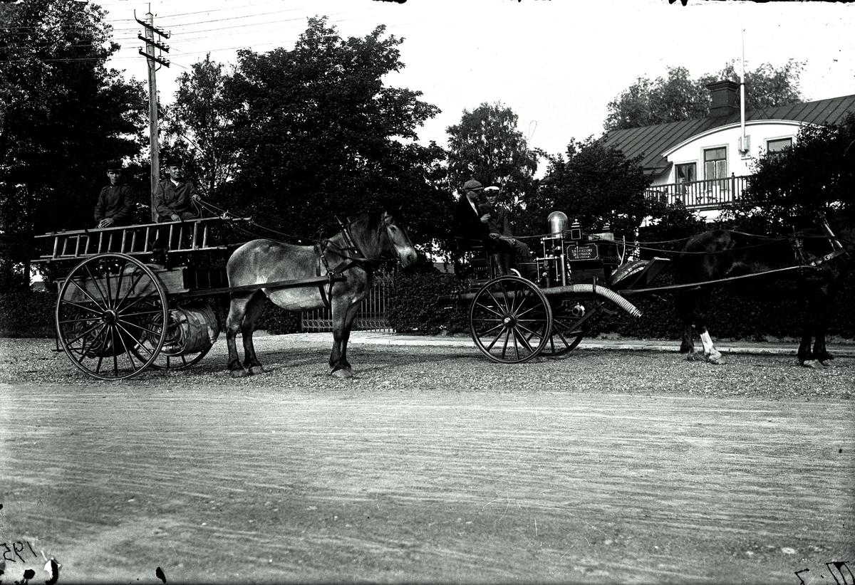 Hästförspänd spruta och slangkärra, 1921.