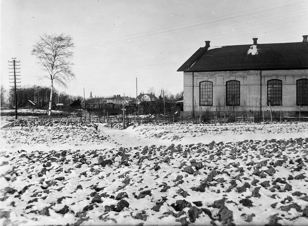 Köpingshus,byggplats med lokstallar
