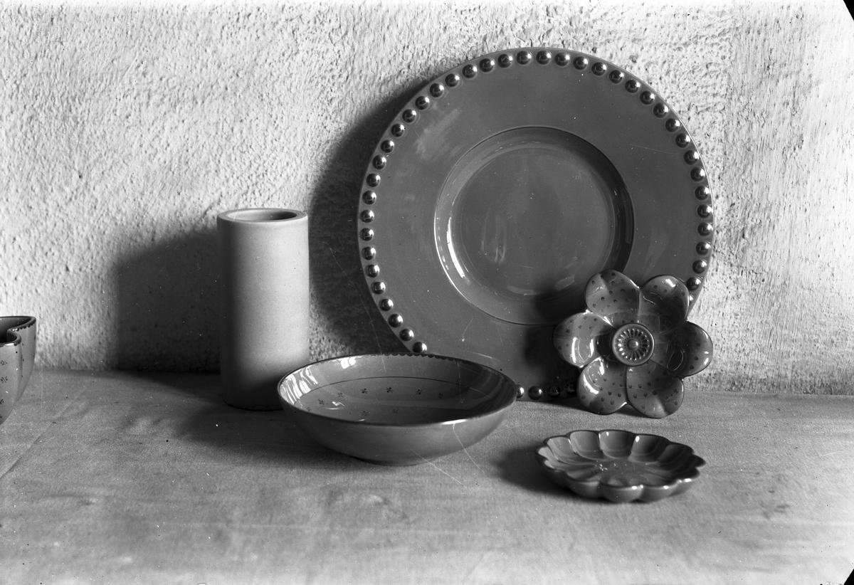 ::  Gefle Porslinsbruk AB bildades 22 september 1910 av Gustav Holmström och skeppsredare Erik Brodin. 1911 kunde produktionen komma igång. År 1913 ombildades företaget och bytte namn till Gefle Porslinsfabrik AB. 1979 lades fabriken ned.