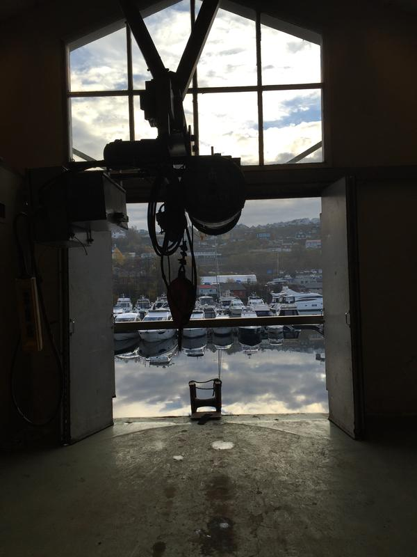 Fra lastehallen i Dolviken sjøkabellager (Foto/Photo)