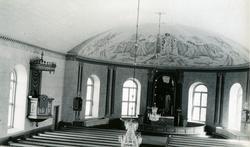 Foto inifrån kyrkan mot altaret.Altartavlan är målad 1904 a