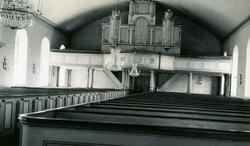 Foto i kyrkan mot orgelläktaren.Nuvarande Reftele kyrka är