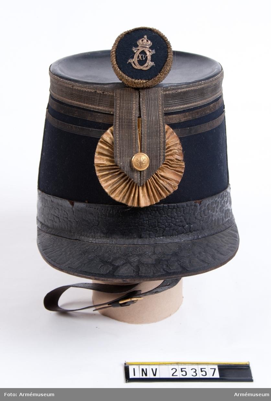 Grupp C I. För officer, löjtnant vid indelta infanteriet (utom liv- och hustrupper) med Värmlands reg:s knapp och pompong.