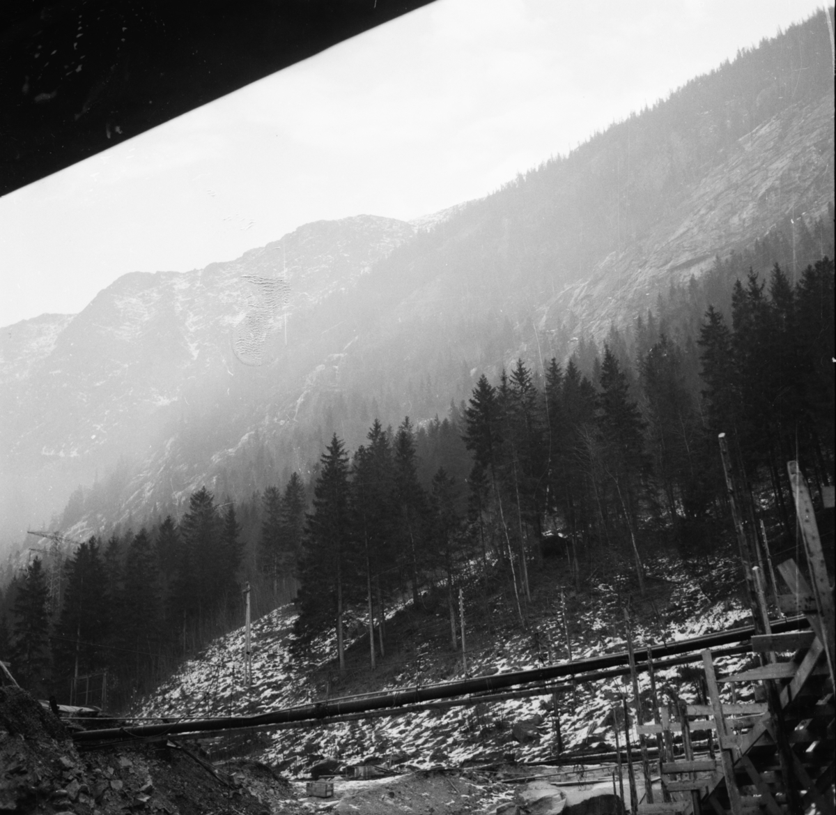 """Vardens arkiv. """"Utbygging av kraftstasjon. Rjukan III"""" 06.01.1954"""