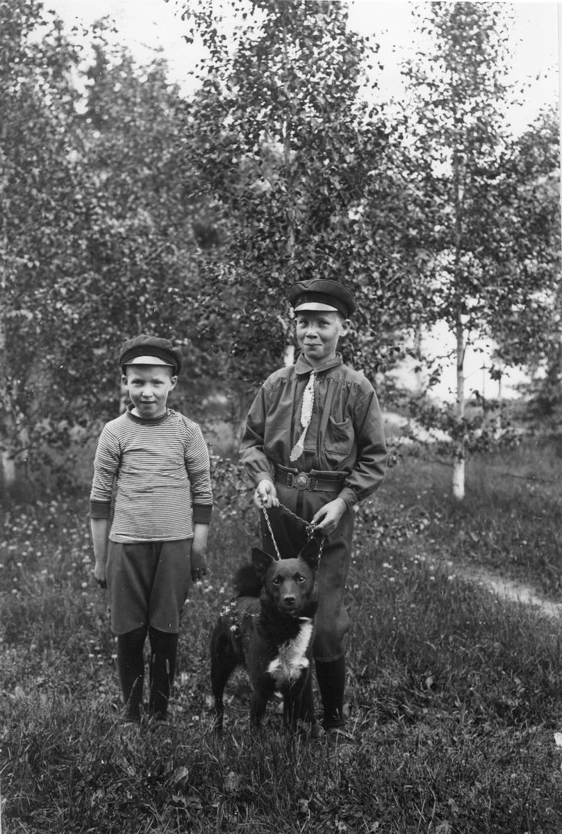 Bengt Jansson (till vänster) och Martin Jansson, barn till kusken på herrgården.