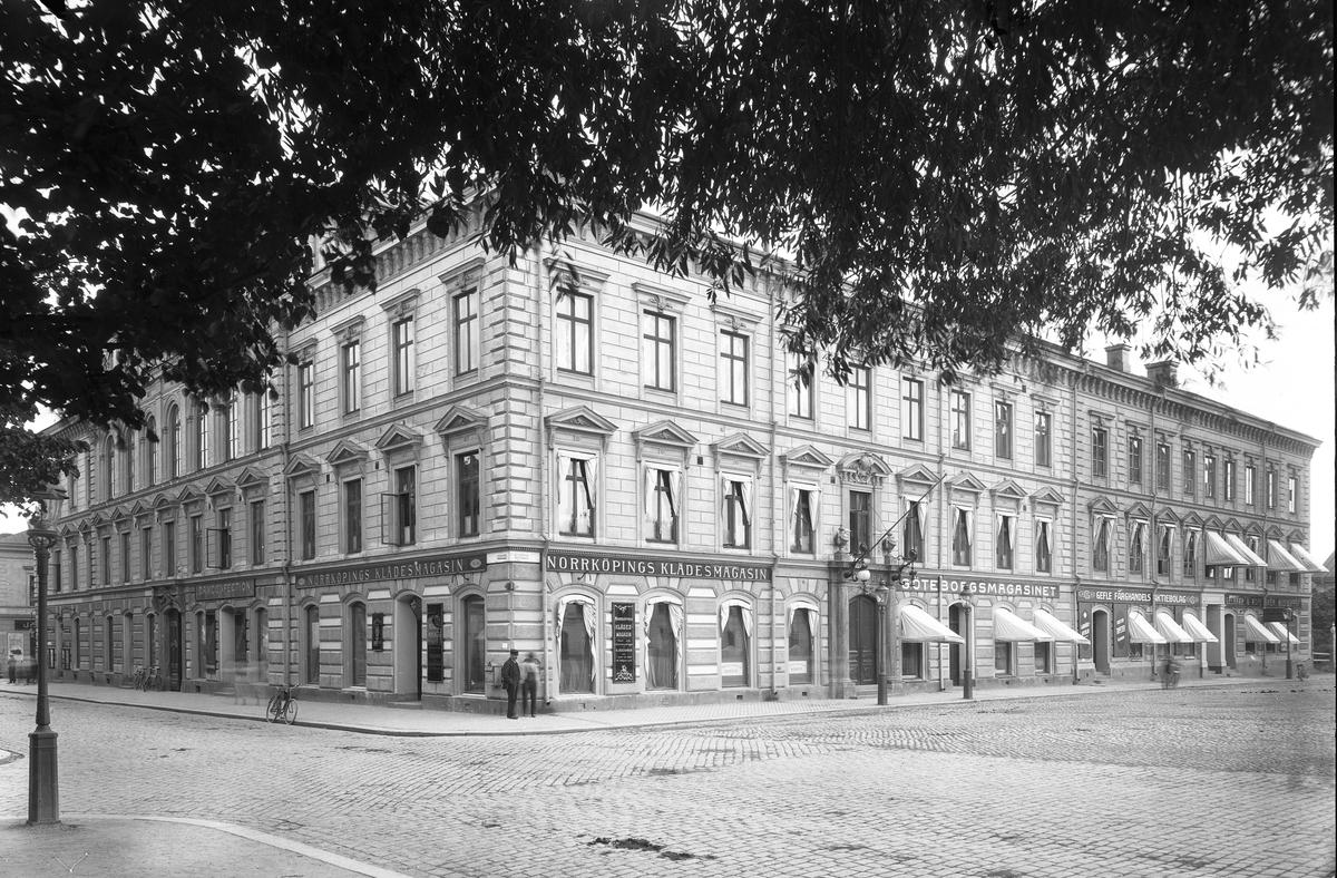 Norrköpings Klädesmagasin  Drottninggatan - Norra Rådmansgatan  Stadshuset
