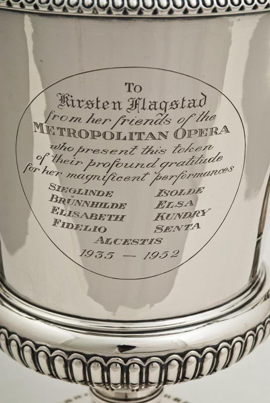 Sølvpokal fra The Metropolitan Opera som Kirsten Flagstad mottok etter sin siste forestilling i 1952