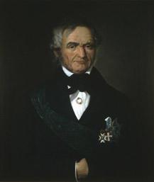 Portrett av Krohg. Mørk drakt, grønt ordensbånd, tre ordner. (Foto/Photo)