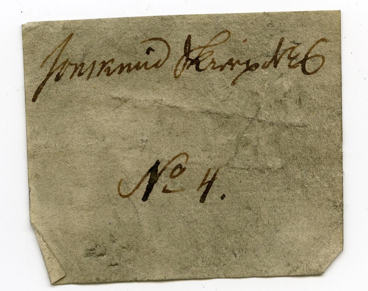 En utvisket etikett på prøve  To etiketter i eske:  Etikett 1:  Jonsknud Skierp No. 6 No. 4   Etikett 2: Jonsknuden, Kongsberg.