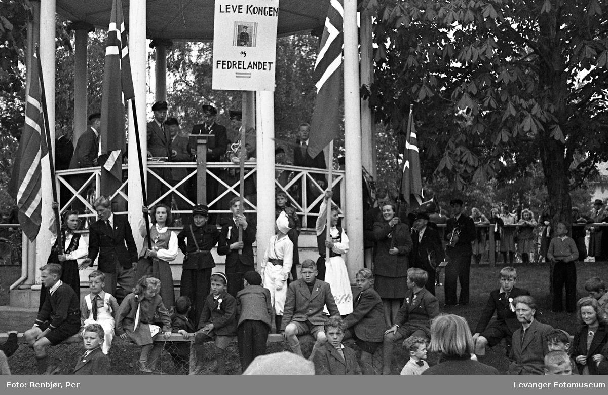 Speidernes opptog fredsvåren.
