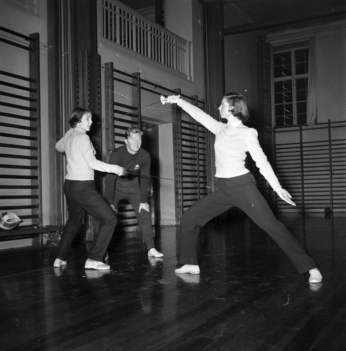 Gymnastik och idrott, läroverket (Vasaskolan).            23 november 1953.