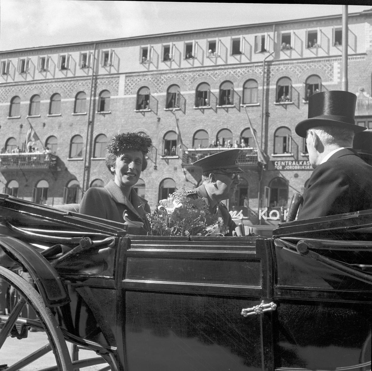 Utställningens avslutning 1946. Kungaparet i kortege vid Centralstationen
