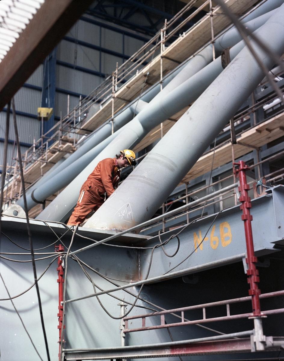 H.M.V.  Modul under konstruksjon/montering i Nordsjøhallen.