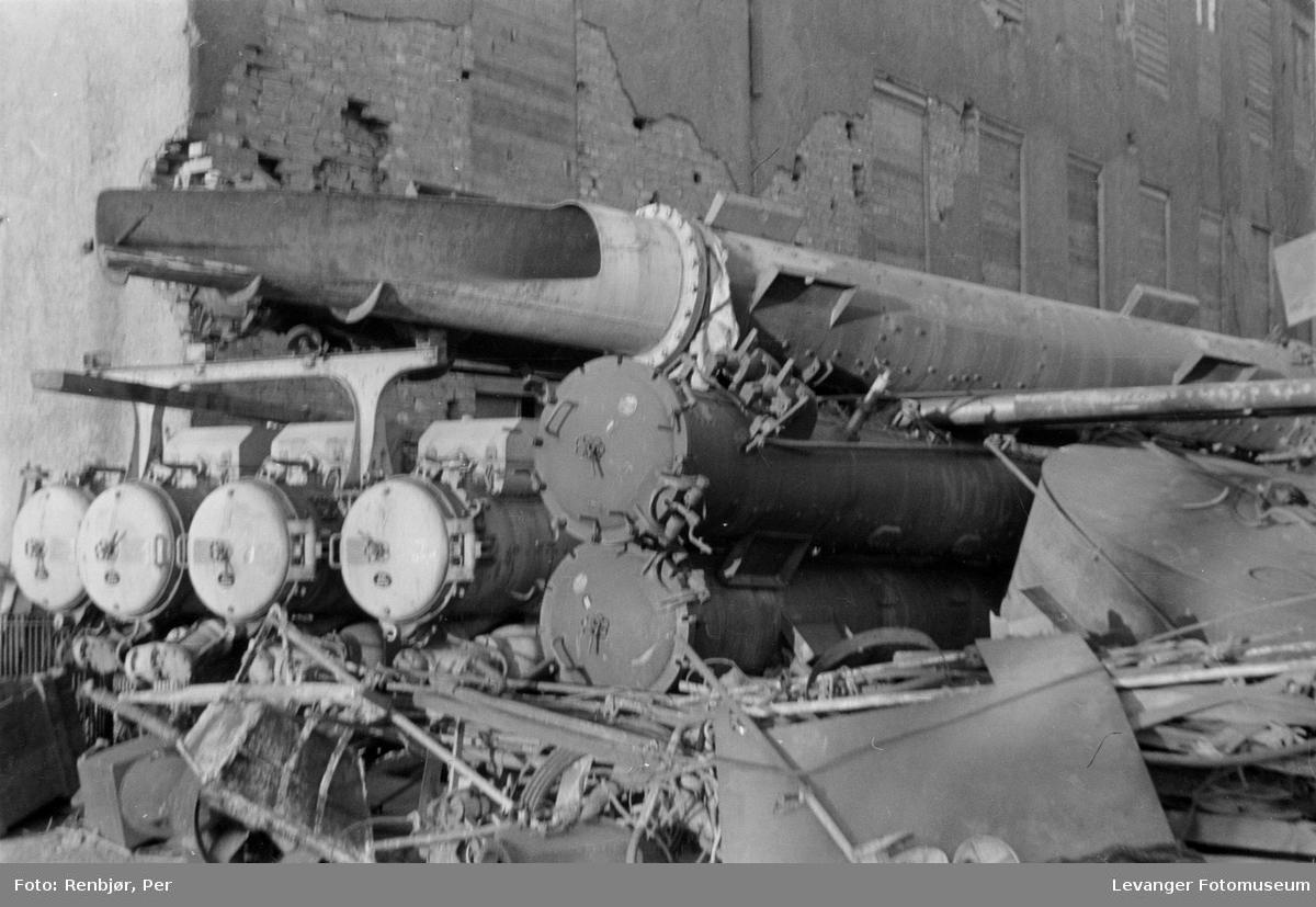 Fra Dora ubåtanlegget i Trondheim, trolig torpedohylser eller annet krigsmateriell.