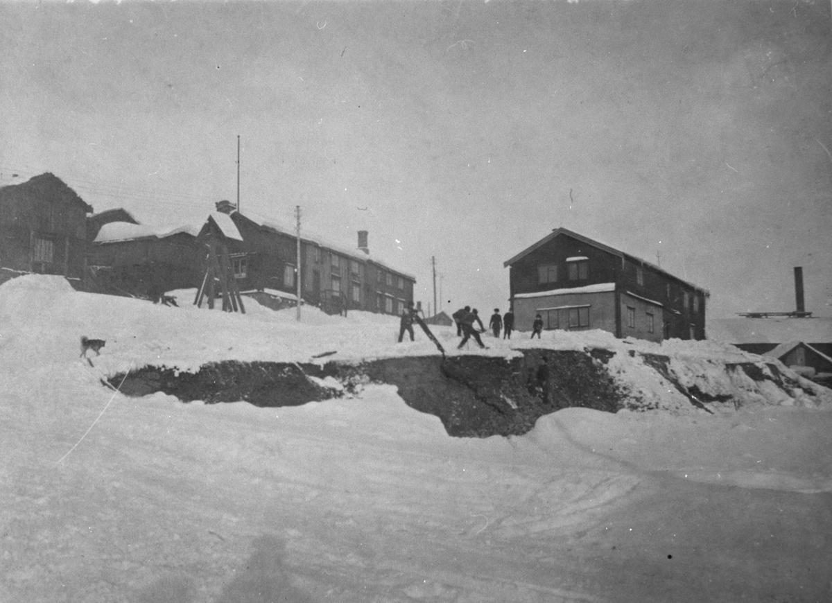 Mørkstubakken med Hyttklokka og Hyttstuggu, Røros