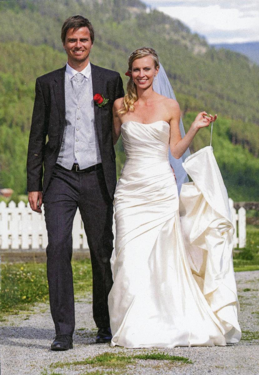 Brudebilde av Sølvi Slåtten og Håkon Holmen.