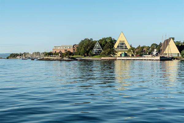 Bygdøynes sett fra sjøsiden med de tre trekantede bygningene Båthallen, Frammuseet og Gjøabygget.. Foto/Photo