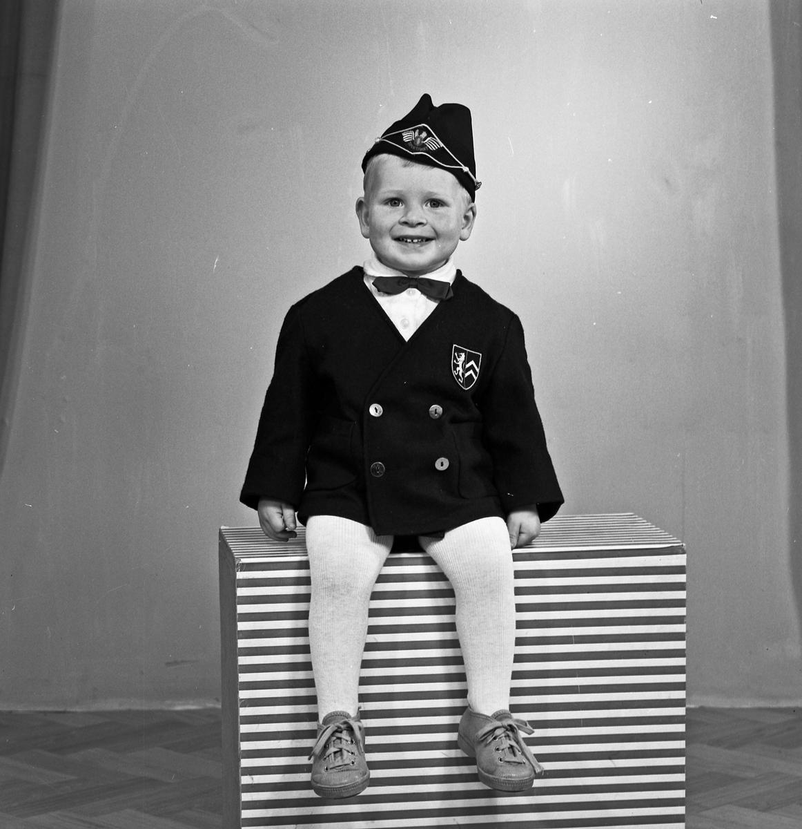 Portrett - ung gutt - bestiller Dagmar Skogen