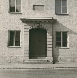 Porten till tingshuset i Gamleby.