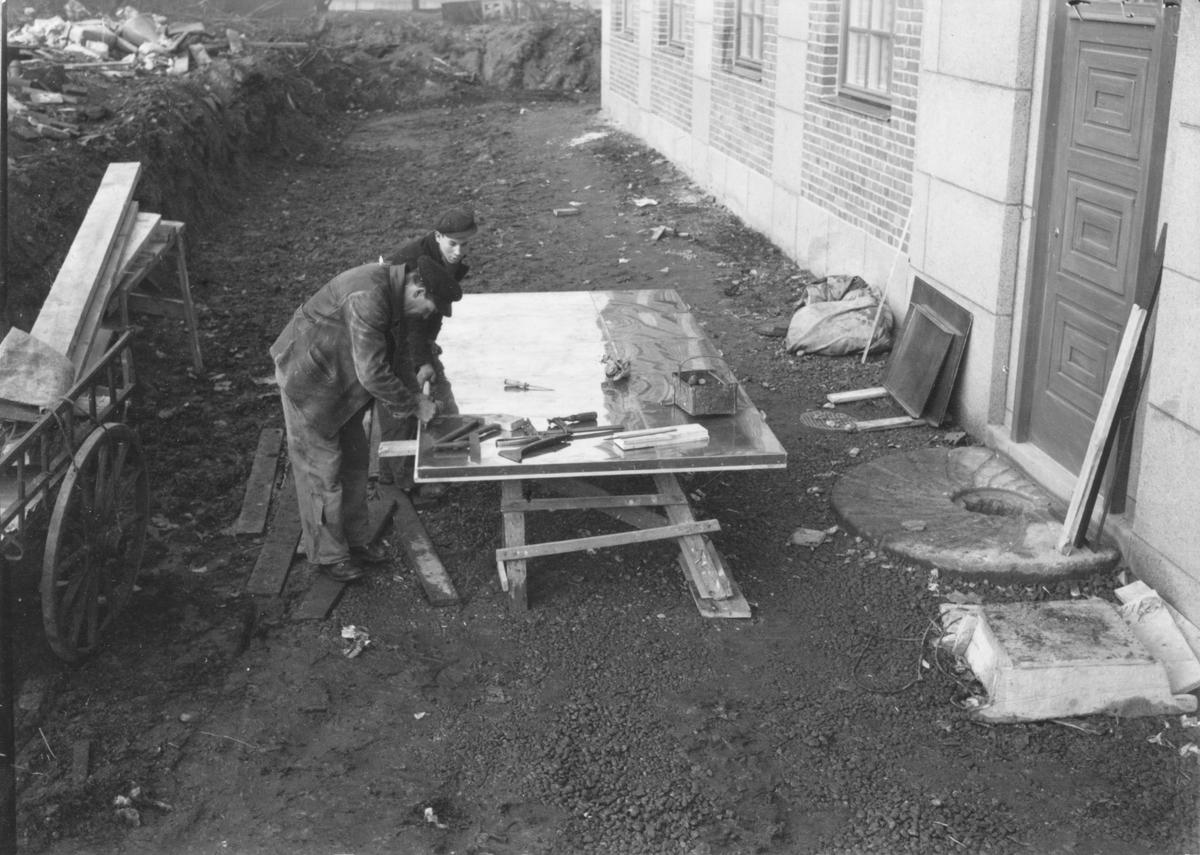 Arbetare vid museibygget.  Bild tagen i samband med arbetet att uppföra Gävle Museum åren 1938-40.