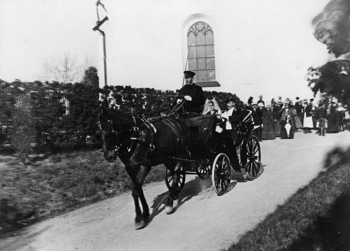 Bröllop 1905: Borgmästare Erik Nordqvist & Hildur Andersson i hästvagn.