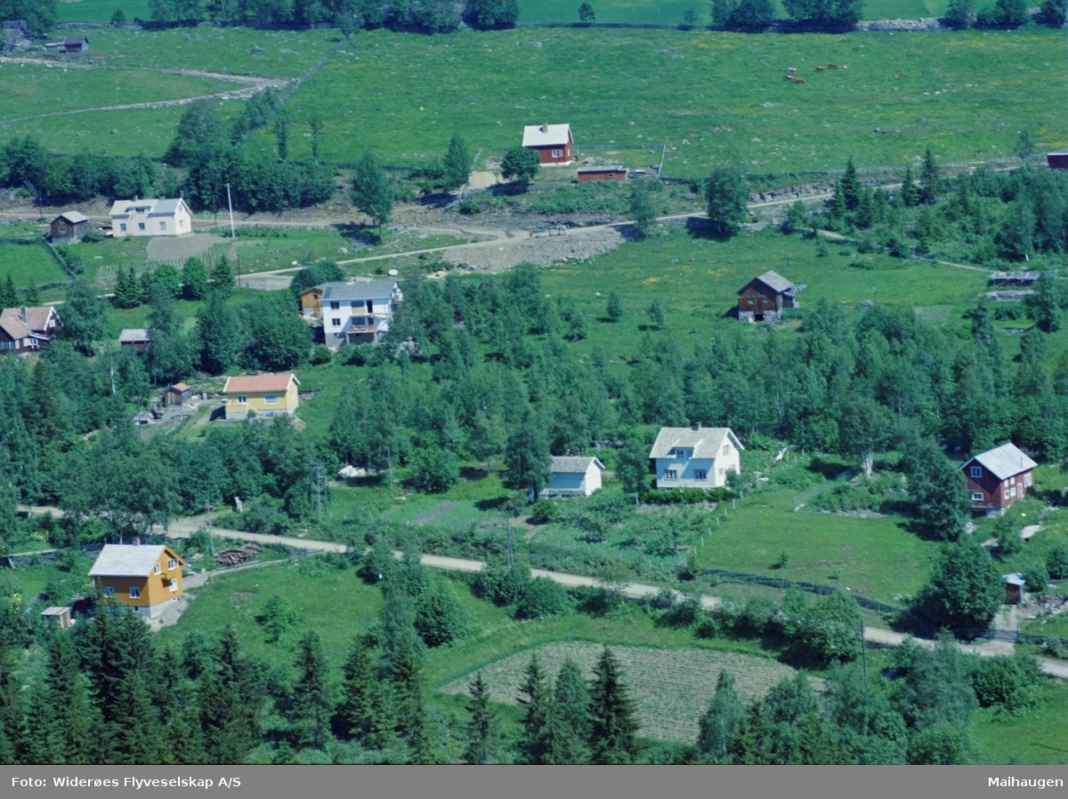 Flyfoto, Lillehammer, Parti fra Nordsetervegen. Bergesvevegen går inn like etter svingen til venstre