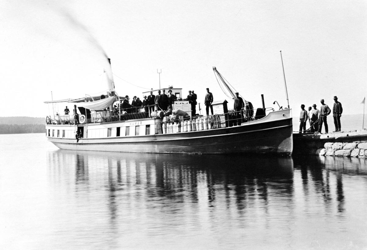 Mjøsbåten D/S Hamar ved Nes brygge, Hedmark.