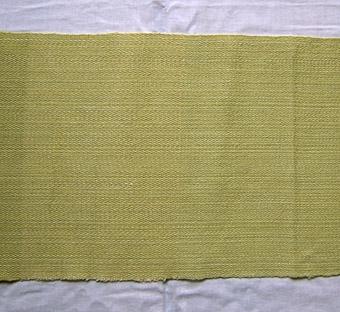 Vävprov, möbeltyg i ull och lin vävt i kypertbindning. Olika partier, melerat i gulgröna nyanser. Varp och inslag i lingarn och ullgarn.