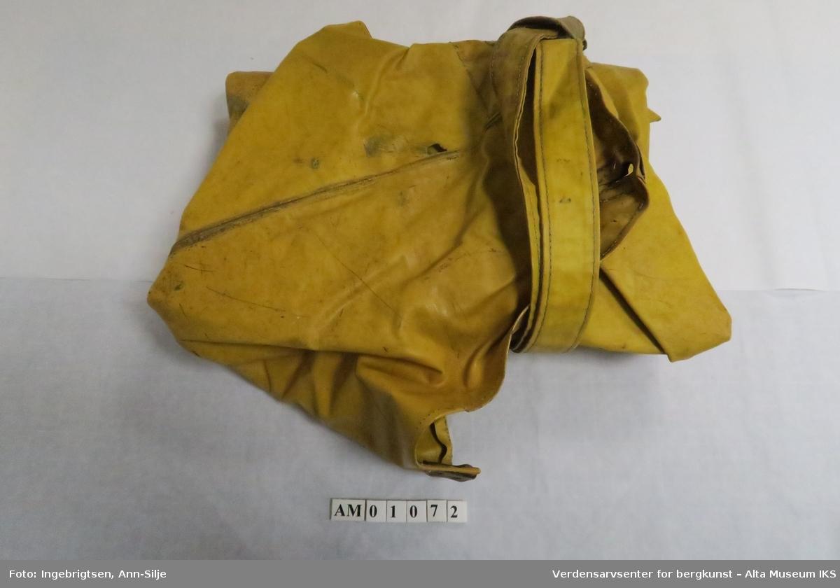 873704b3 ... Verdensarvsenter for bergkunst – Alta Museum IKS. Gul bukse med seler.