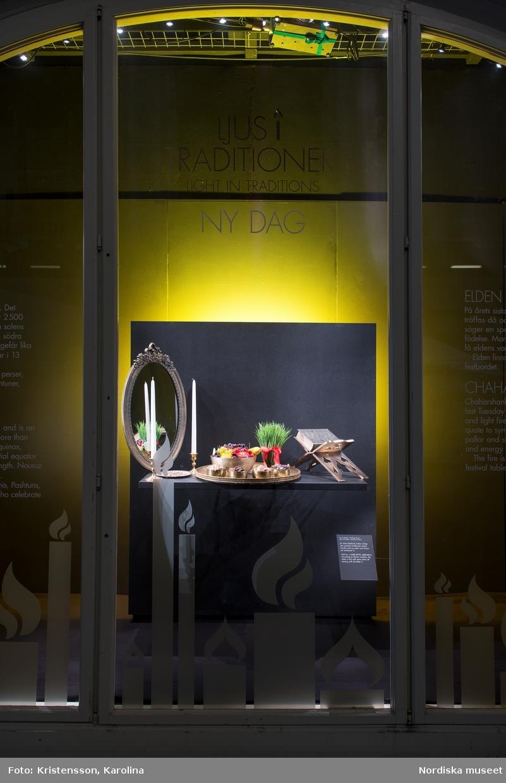 """Nordiskt ljus, utställningsdokumentation, valvmontrar söder """"Ljus i traditioner"""", ytterligare bilder av lokalerna finns i posterna NMA.0079763, NMA.0079784 och NMA.0079762 (fotograferades innan öppning 29 okt 2016)"""